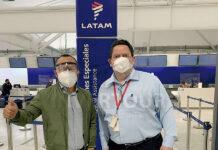 Miguel Galicia, director general de Travel Shop Operadora, y Giacomo Kerlegand, gerente de Cuentas Locales de LATAM Airlines México