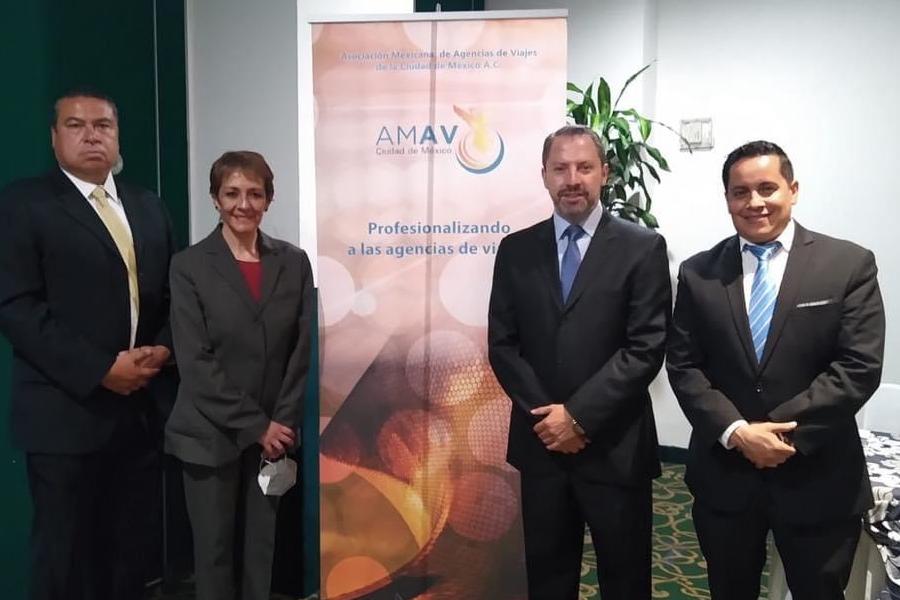 Israel Campos, tesorero; Nuria Maldonado, secretaria; Julián Arroyo, presidente, y Raymundo Flores, vicepresidente ejecutivo