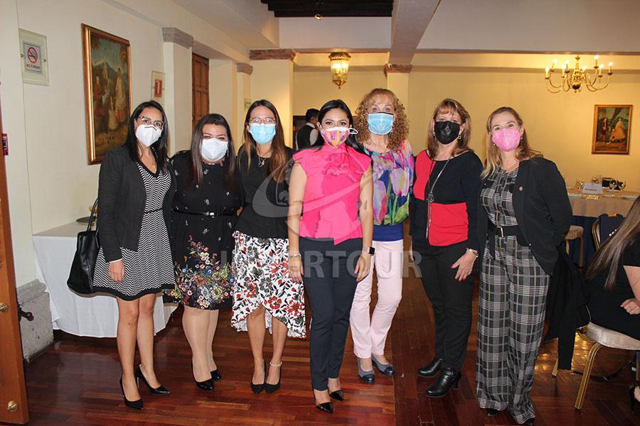 Erika González, Celida Puente, Maristella Muñoz, Mariana Pérez, Maru Denigris, Graciela Curiel y Karin Baldamus
