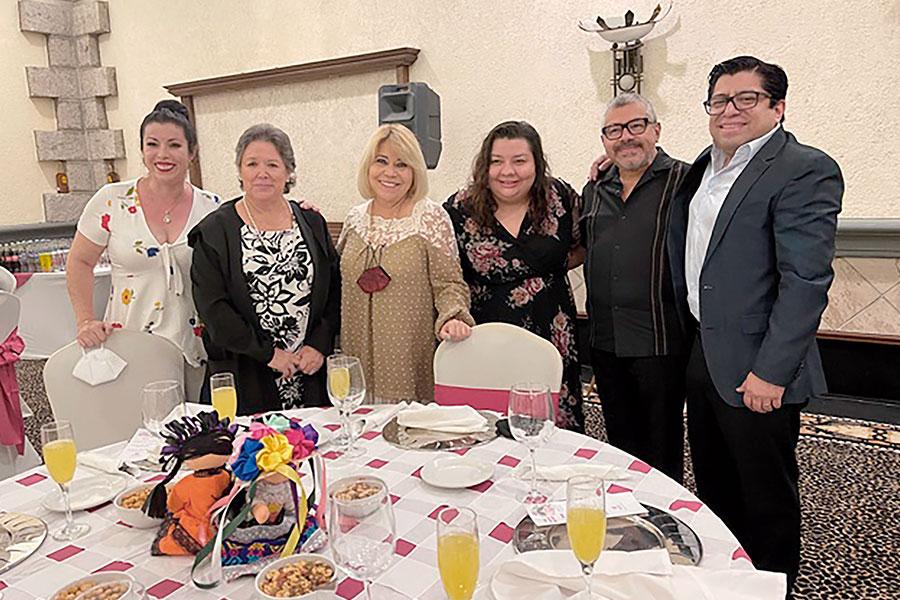 Sophie de León, Aurora Hernández, Alicia Mejía, Celida Puente, Jorge Mejía y Edgar Ramírez